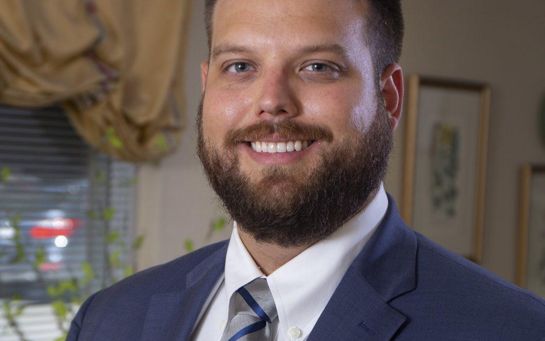 Dr. Ethan Shelton